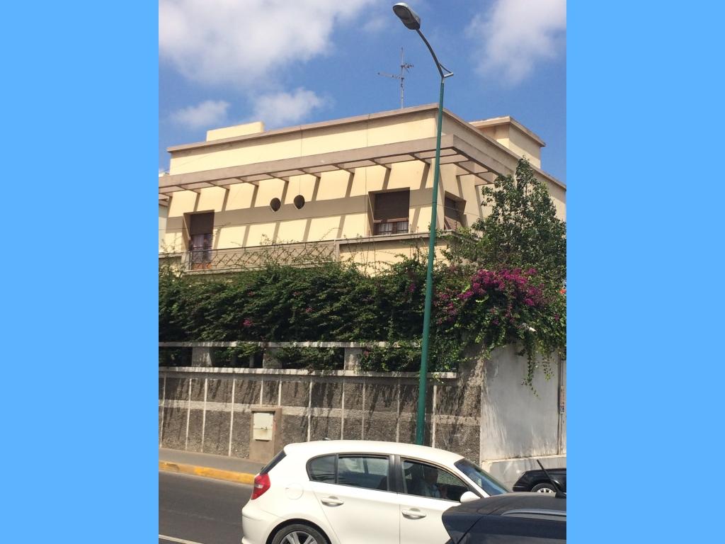 villa bien ensoleiller a trois façades sur Boulevard Omar El Idrissi